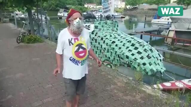 Umweltaktivist Muschelbart schippert mit einer politischen Botschaft über den Mittellandkanal