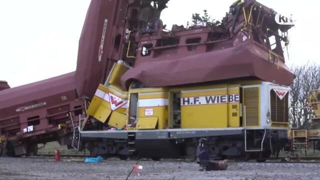 Schleswig-Holstein: Zug fährt auf sieben Waggons - Lokführer schwer verletzt