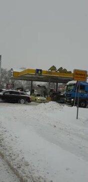 Audi Schleppt Lkw ab