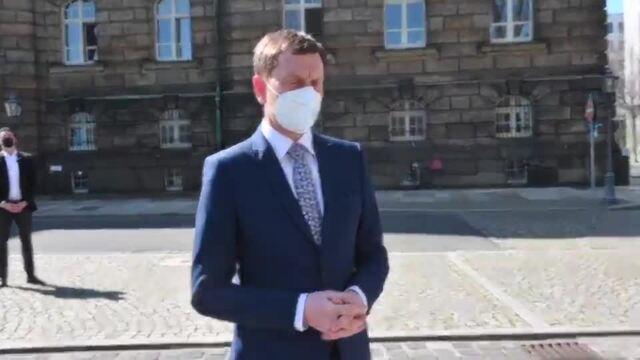 Demonstranten fordern vor der Sächsischen Staatskanzlei einen harten Lockdown