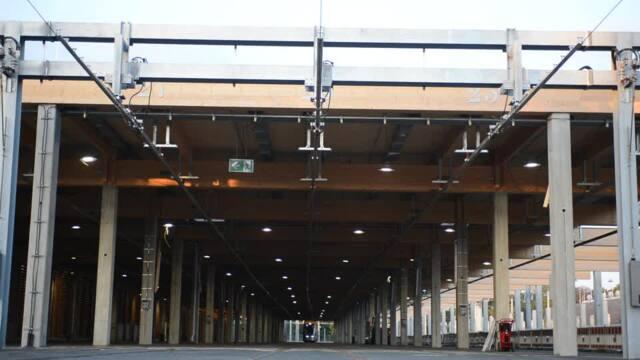 Hier fährt die erste LVB-Straßenbahn in die neue Abstellhalle
