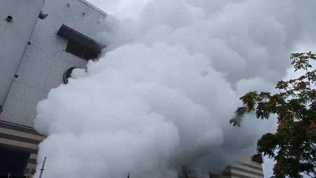 Weiße Wolke über Leipzigs größtem Kraftwerk