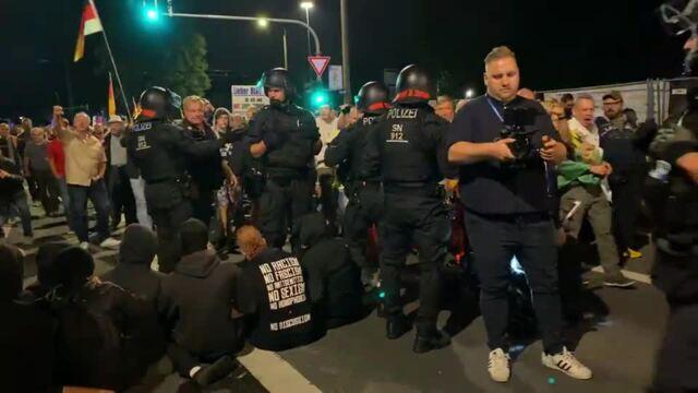Demonstranten wollten den Pegida-Aufzug blockieren