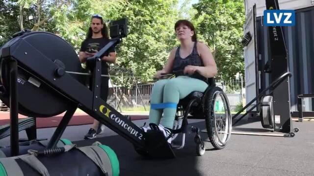 Fitness im Rollstuhl: Friederike Anyiemerigo trainiert für Leipziger Hyrox-Wettkampf