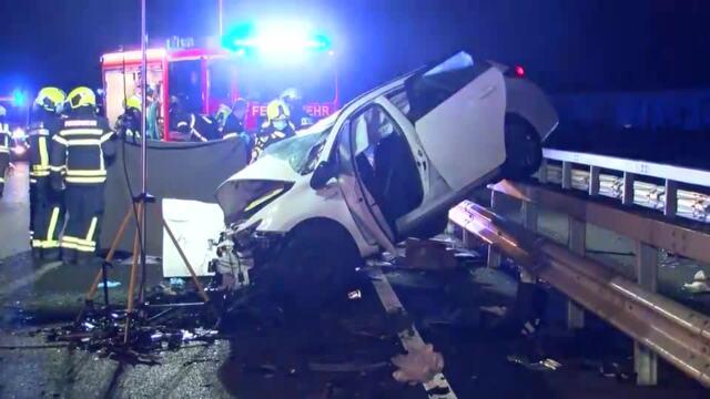 Bei einem Unfall auf der A1 starb eine Person. Video:Mopics
