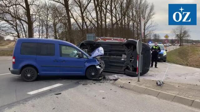 Schwerer Verkehrsunfall mit sieben Verletzten auf B 111 bei  Wolgast (Video: Tilo Wallrodt, 12.3.2021)