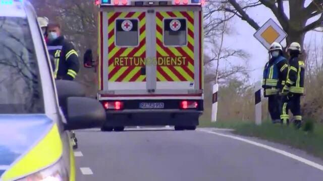Bei einem Unfall bei Nusse ist eine Person ums Leben gekommen. Video: MOPICS