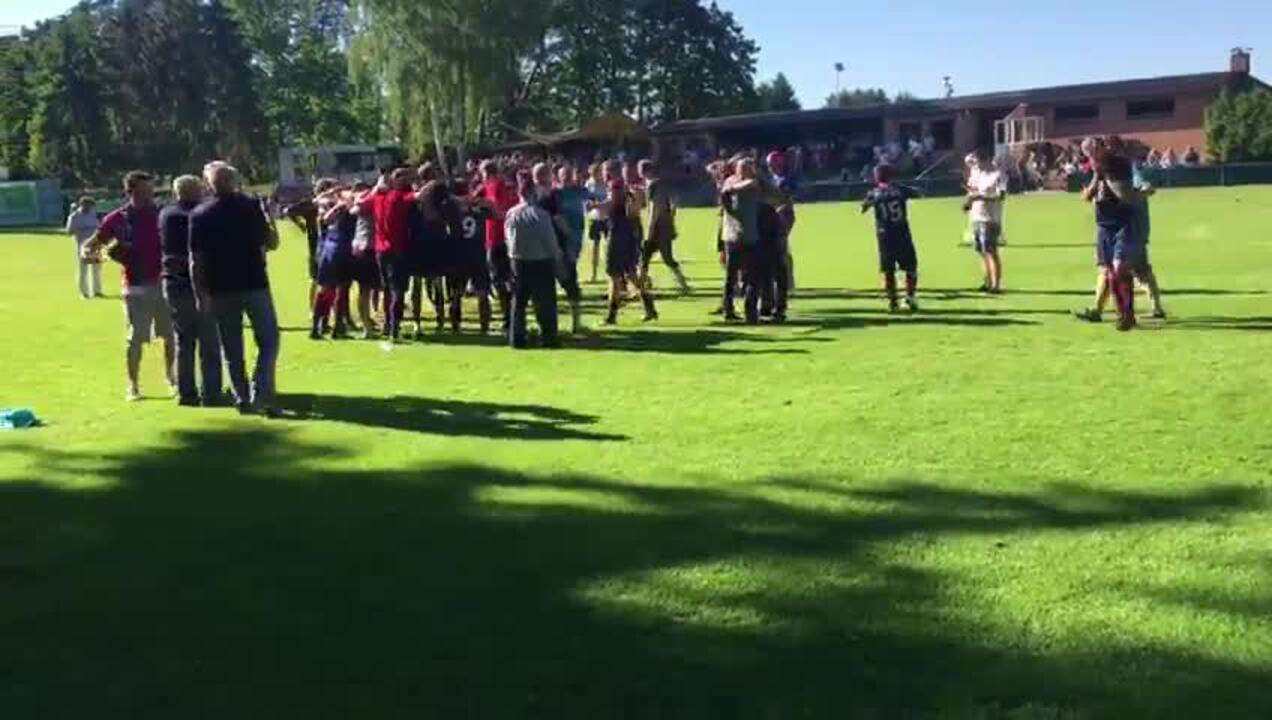 Der Moment des Abpfiffs in Lehrte: So feiert der TSV Krähenwinkel/Kaltenweide den Klassenerhalt