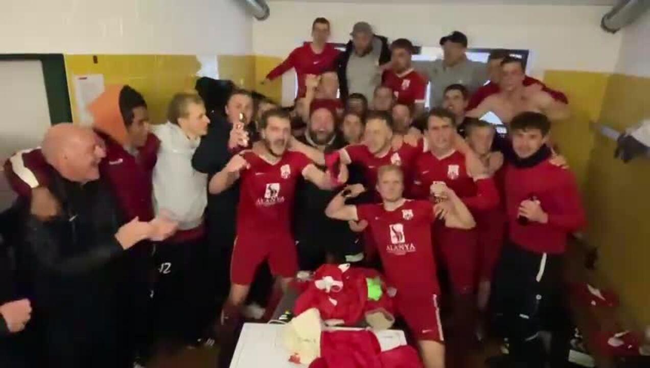 Mit dem TSV Trittau wurde der ärgste Konkurrent geschlagen. Nach dem Abpfiff war die Stimmung in der Kabine natürlich bestens.