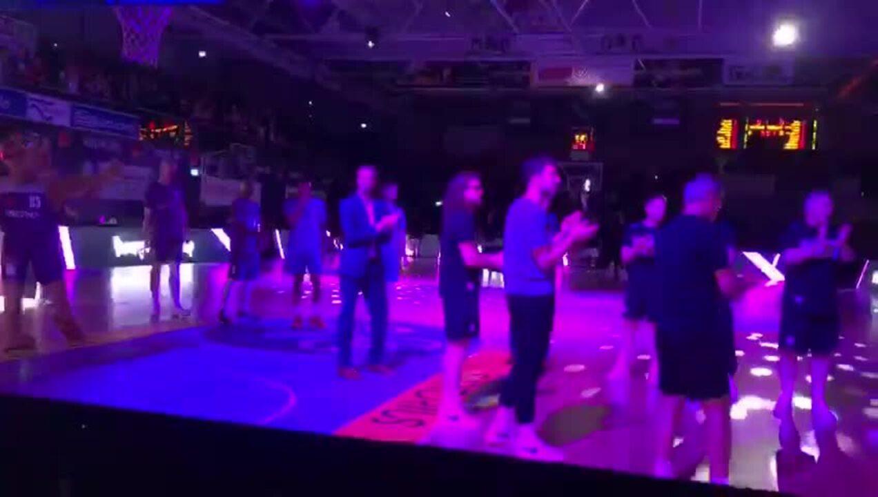 BG Göttingen läuft gegen die Telekom Baskets Bonn ein