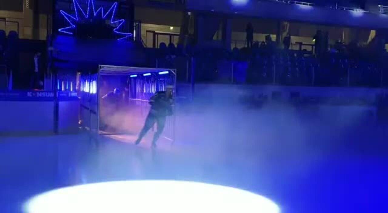 Einlauf der Eislöwen vor dem Spiel gegen Ravensburg