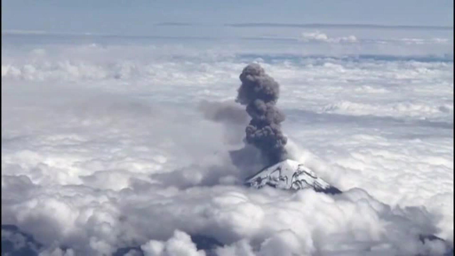 Entra en erupción el volcán mexicano Popocatépetl