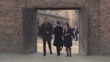 Los Reyes visitan el campo de exterminio de Auschwitz