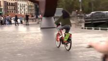 El Ayuntamiento de Bilbao pedirá carnet de conducir o un curso de tráfico para poder alquilar bicis eléctricas en la ciudad