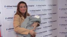 Toñi Moreno vuelve a casa después de dar a luz a su primera hija