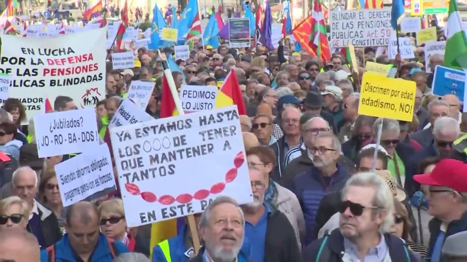 Miles de personas se manifiestan en Madrid para reivindicar las pensiones