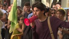 Jóvenes piden en Embajada de Brasil acabar con incendios de Amazonas