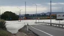 Una nueva rotura de la mota del río Segura amenaza con inundar Heredades