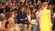 Victoria Beckham triunfa sobre la pasarela londinense arropada por su familia