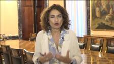 La ministra de Hacienda hace una llamamiento a la cordura y pide a Torra que asuma la responsabilidad de su cargo