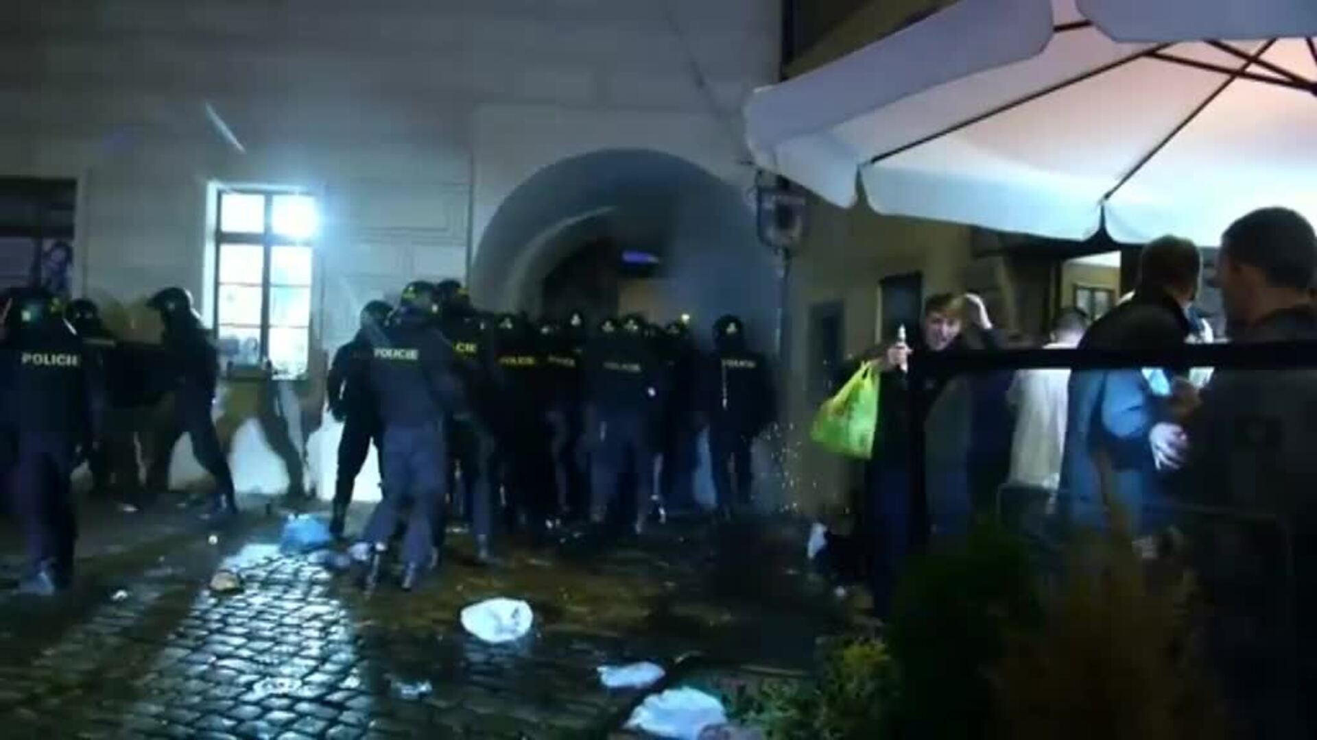Incidentes de los 'hooligans' de la selección inglesa en Praga