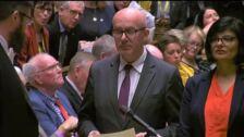 El Parlamento británico obliga a Johnson a prorrogar el Brexit