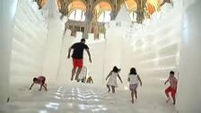 El Museo Nacional de Arte de Cataluña instaura un enorme castillo hinchable en su sala oval
