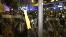 La Policía dispersa a miles de manifestantes en Hong Kong cuando se dirigían a la Oficina de Enlace de China
