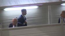 Caras serias y silencio por parte de los jugadores del Real Madrid en su llegada al aeropuerto