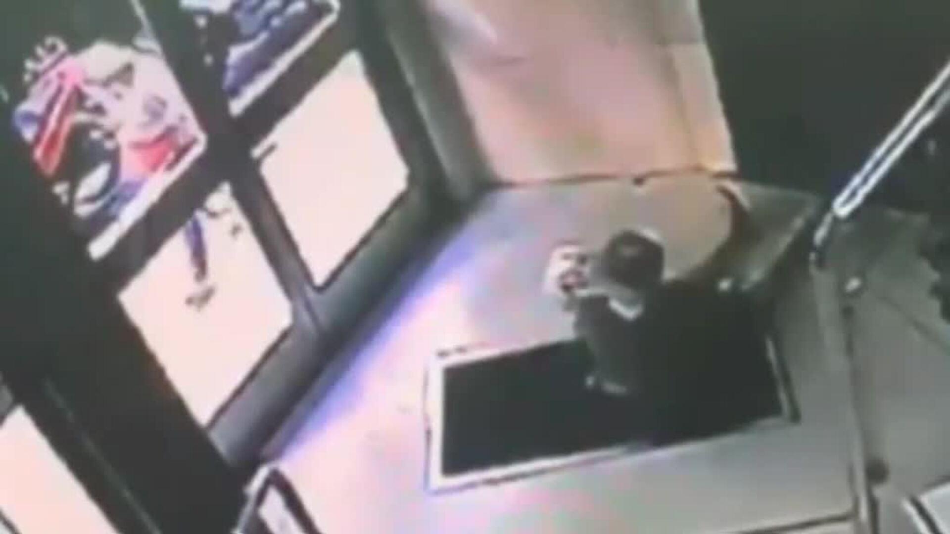 Violento asalto a una anciana de 90 años en el portal de su casa