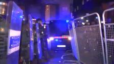 Al menos 3 detenidos en la batalla campal en que ha derivado la concentración ante Delegación del Gobierno en Barcelona