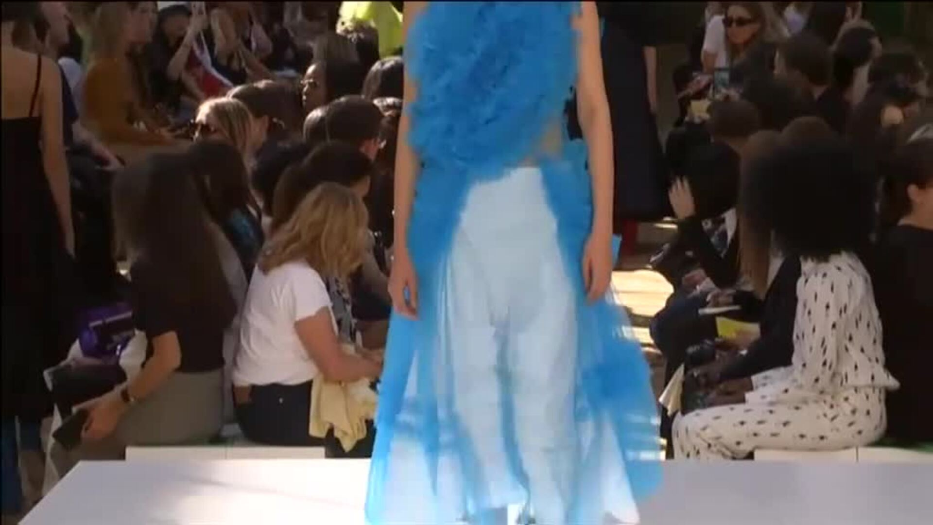 La semana de la moda de Londres presenta las vaporosas creaciones de Molly Goddard