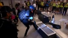 Violentos altercados en el metro de Hong Kong entre Policía y manifestantes
