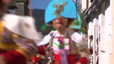Los peliqueiros se adueñan de la localidad de Laza durante el carnaval
