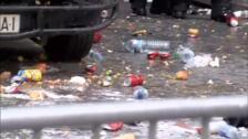 Un grupo de policías, atacados con huevos, pintura blanca y otros objetos en Barcelona