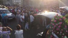 Cientos de personas despiden a las mujeres asesinadas en Valga (Pontevedra)