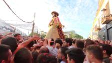 Recorrido de la Virgen del Rocío por las calles de Almonte