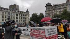 Concentración de hosteleros en Oviedo en protesta por los cierres