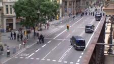 Escenas de tensión en la sede la Jefatura de Policía de Barcelona en Via Laietana