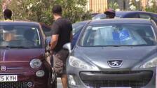 """Los """"gorrillas"""" vuelven a dirigir los aparcamientos en verano"""
