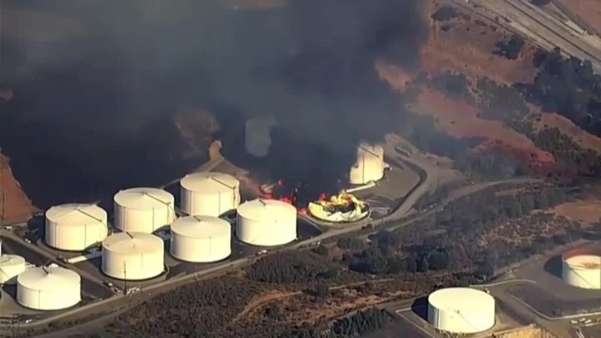 Impresionante incendio en una refinería en California