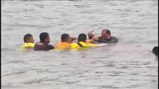 Infructuoso rescate de una ballena varada en una playa de Perú