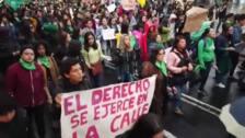 Miles de personas en Ecuador reclaman despenalizar el aborto en casos de violación