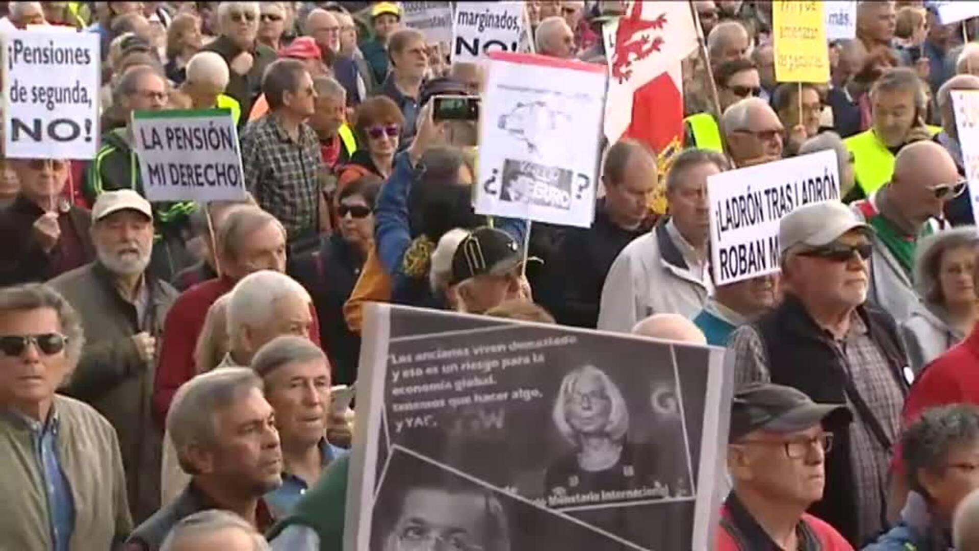 Miles de pensionistas se manifiestan en Madrid por unas pensiones dignas