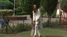Kate y Guillermo se atreven con una exhibición de críquet en su viaje a Pakistán