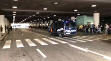 Lanzan objetos a la Policía en el aeropuerto del Prat en barcelona
