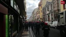 La Ertzaintza carga en Vitoria contra decenas de jóvenes por intentar cortar las vías del tren