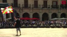 La carrera de barricas en las fiestas del día de Santiago en Vitoria