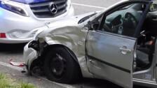 Herido grave un motorista al chocar contra un coche en Erandio