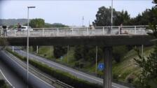 Un bombero convence al hombre que amenazaba con tirarse de un puente